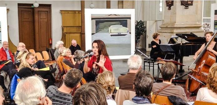 Tussen de Nico Bakker schilderijen in concert Trio Tangata